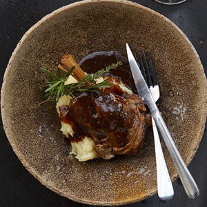 Knuckle of lamb on mashed potatoes